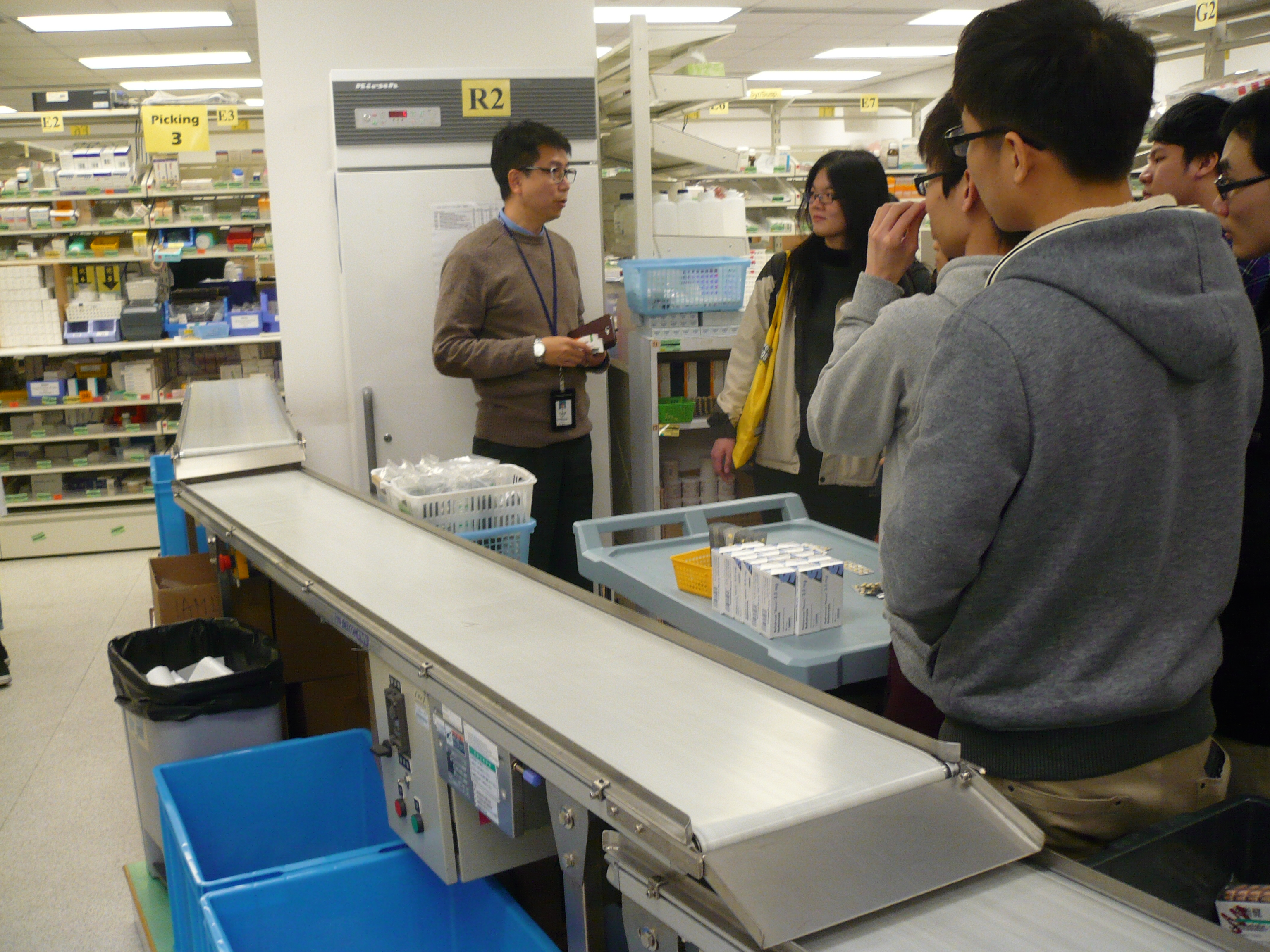 Visit to the Pharmacy Department of Pok Oi Hospital - Photo - 17