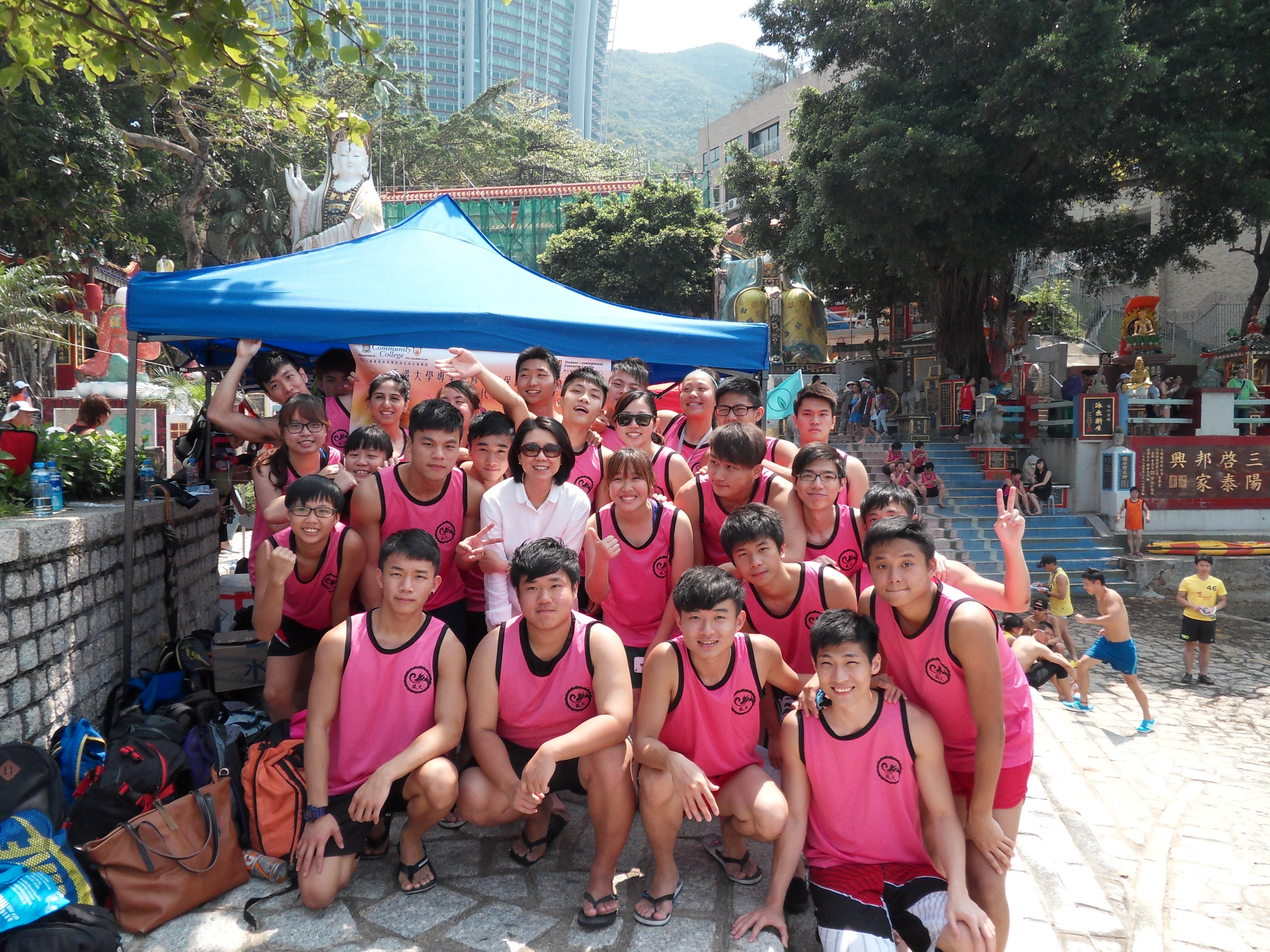 Dragon Boat Team in Open Competition - Photo - 3