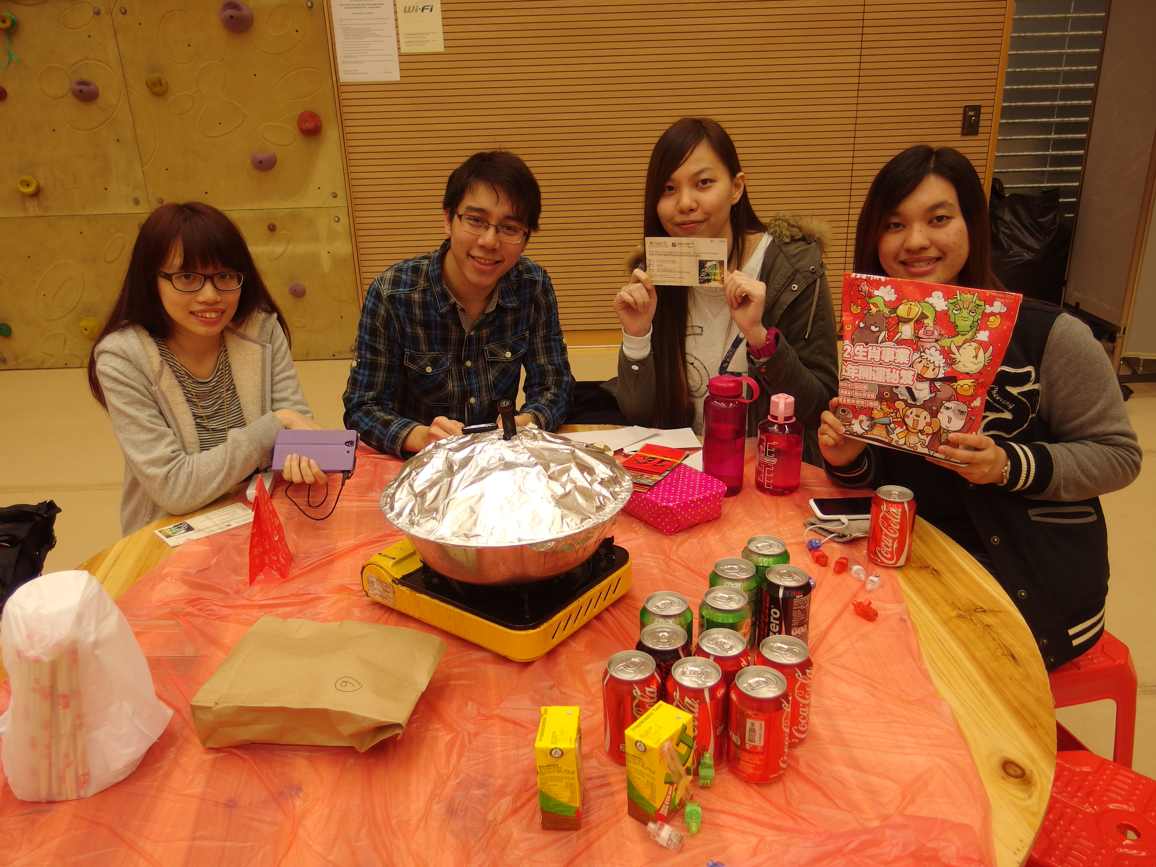 Alumni Homecoming Dinner 2014-2015 : Eating Poon Choi at College Hall - Photo - 13