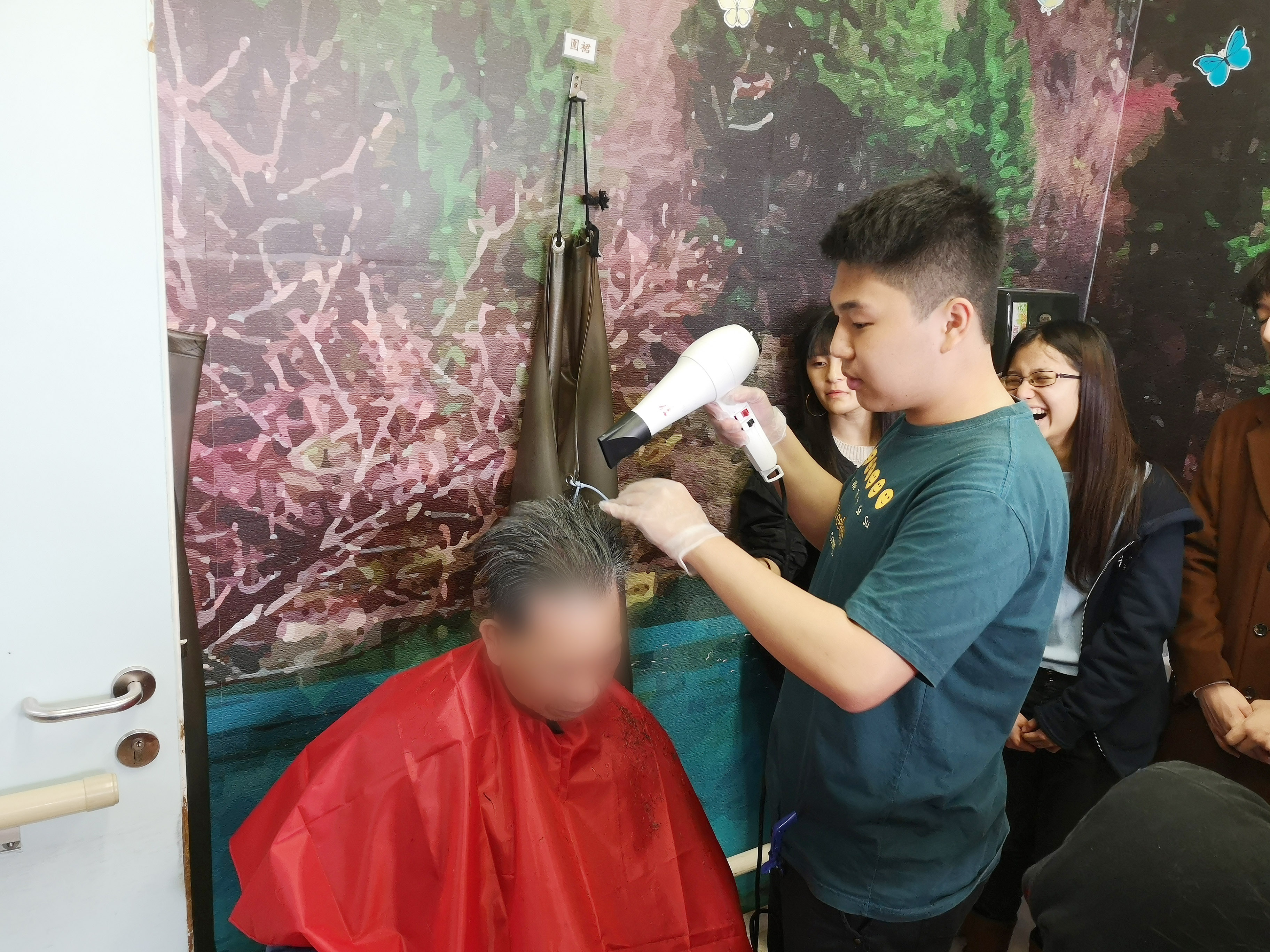 HPSHCC Community Barber Service Team's First Service - Photo - 9