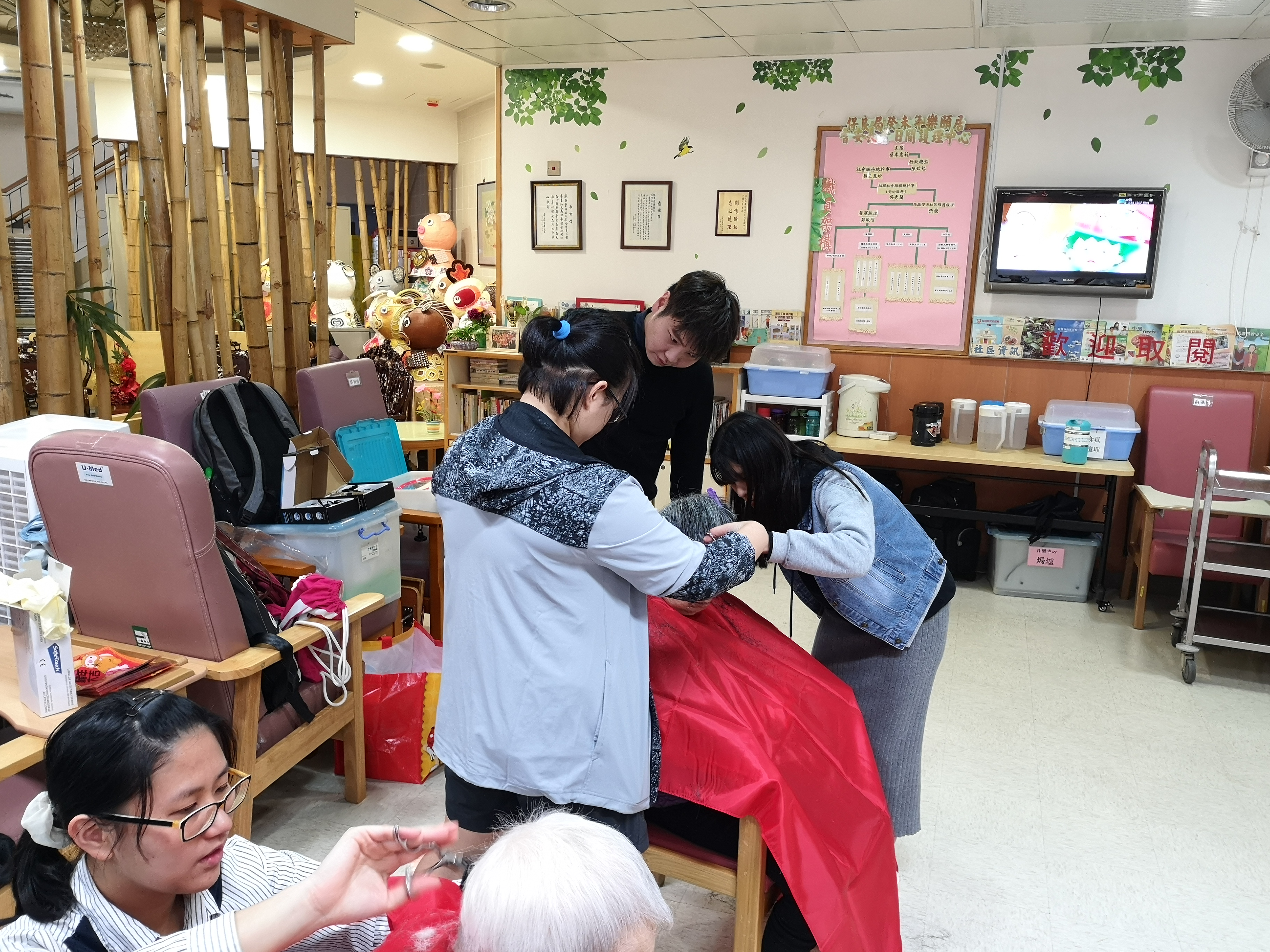 HPSHCC Community Barber Service Team's First Service - Photo - 15