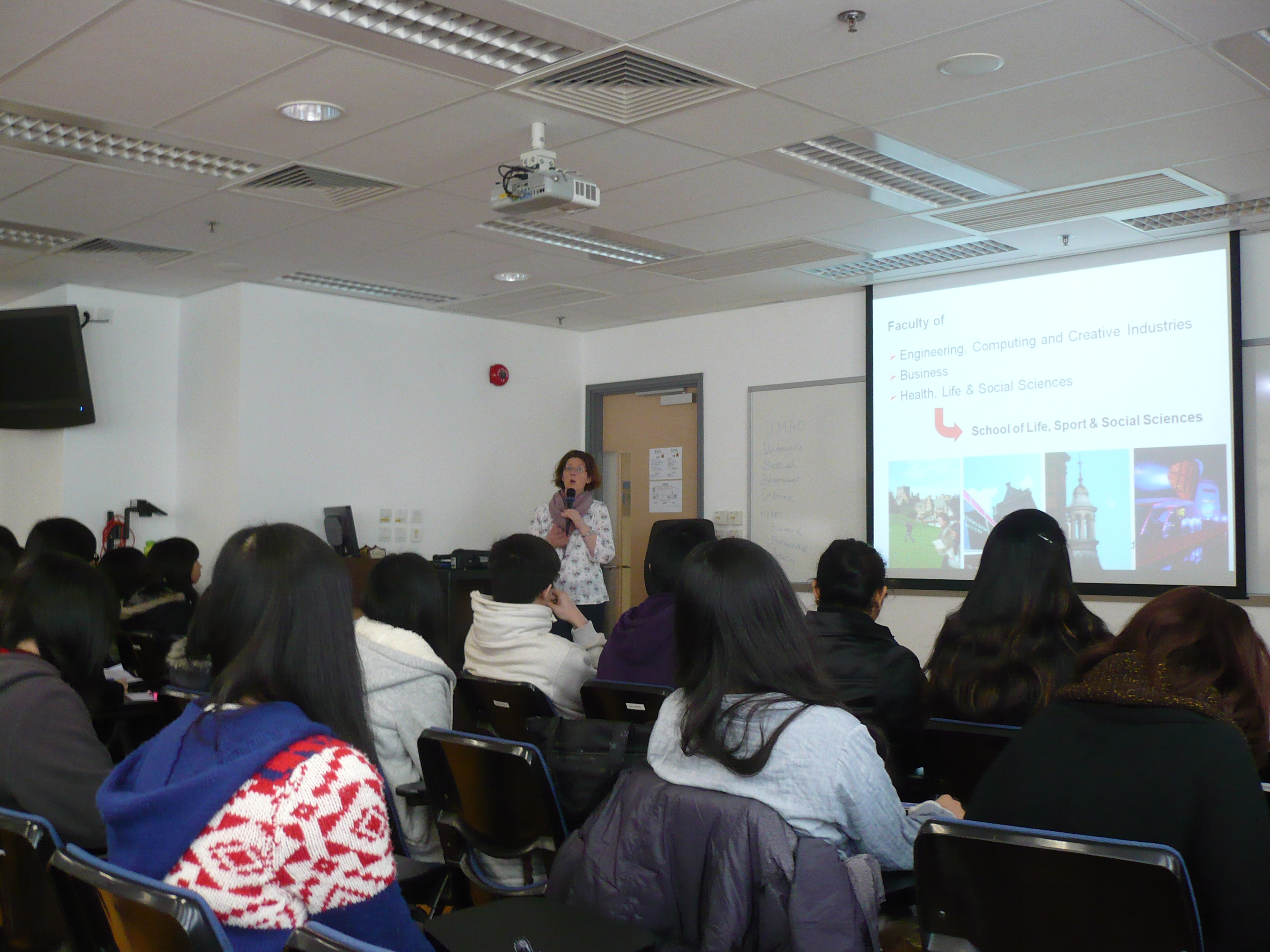 Class Visit and Top-up Degree Programme Introduction (for Year 2 students of the Higher Diploma in Medical and Health Products Management programme) - Photo - 5