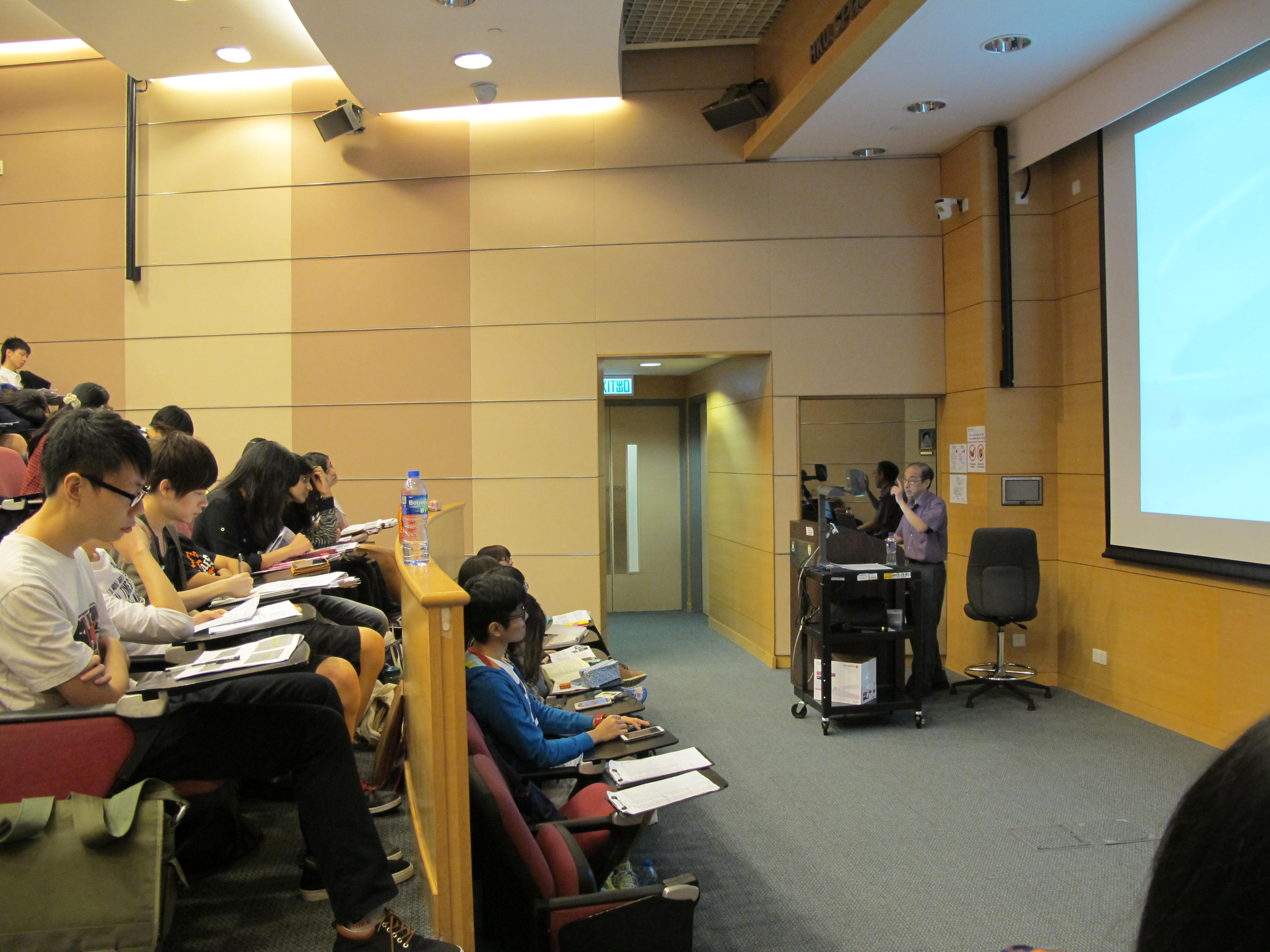 Guest Seminars for the Students of HD in Medical and Health Products Management Programme - Photo - 3