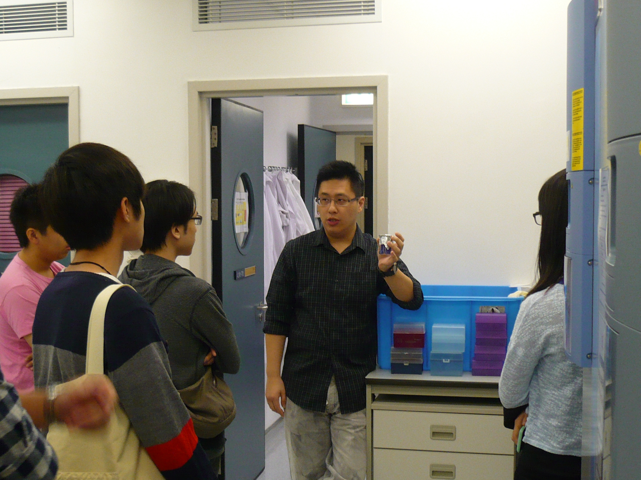 Visit to the Laboratories of the Department of Psychiatry, Li Ka Shing Faculty of Medicine, The University of Hong Kong (HKU) - Photo - 1