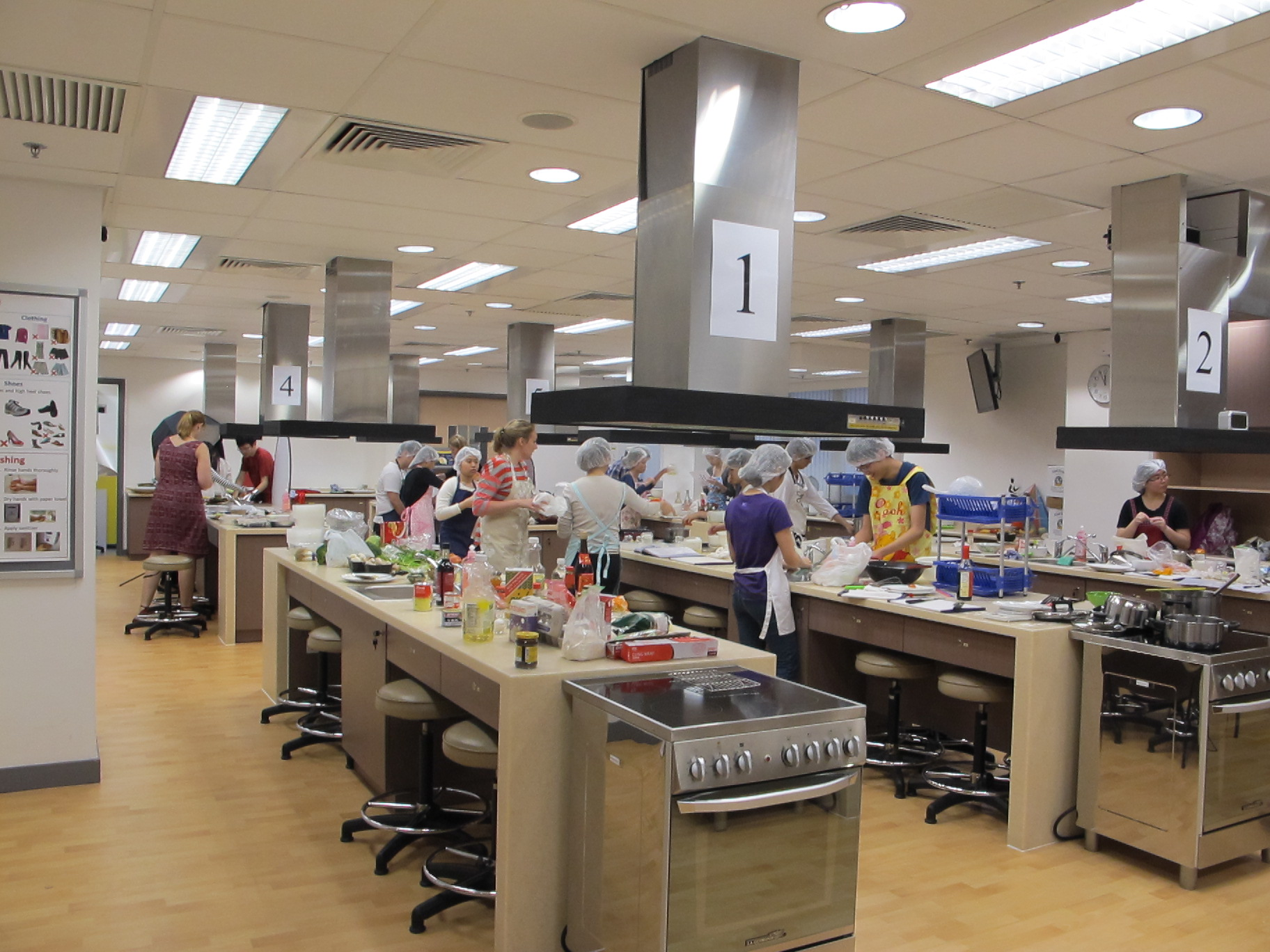 Feeding Hong Kong – Prepare nutritious, simple and low budget cookbook for the needy - Photo - 1