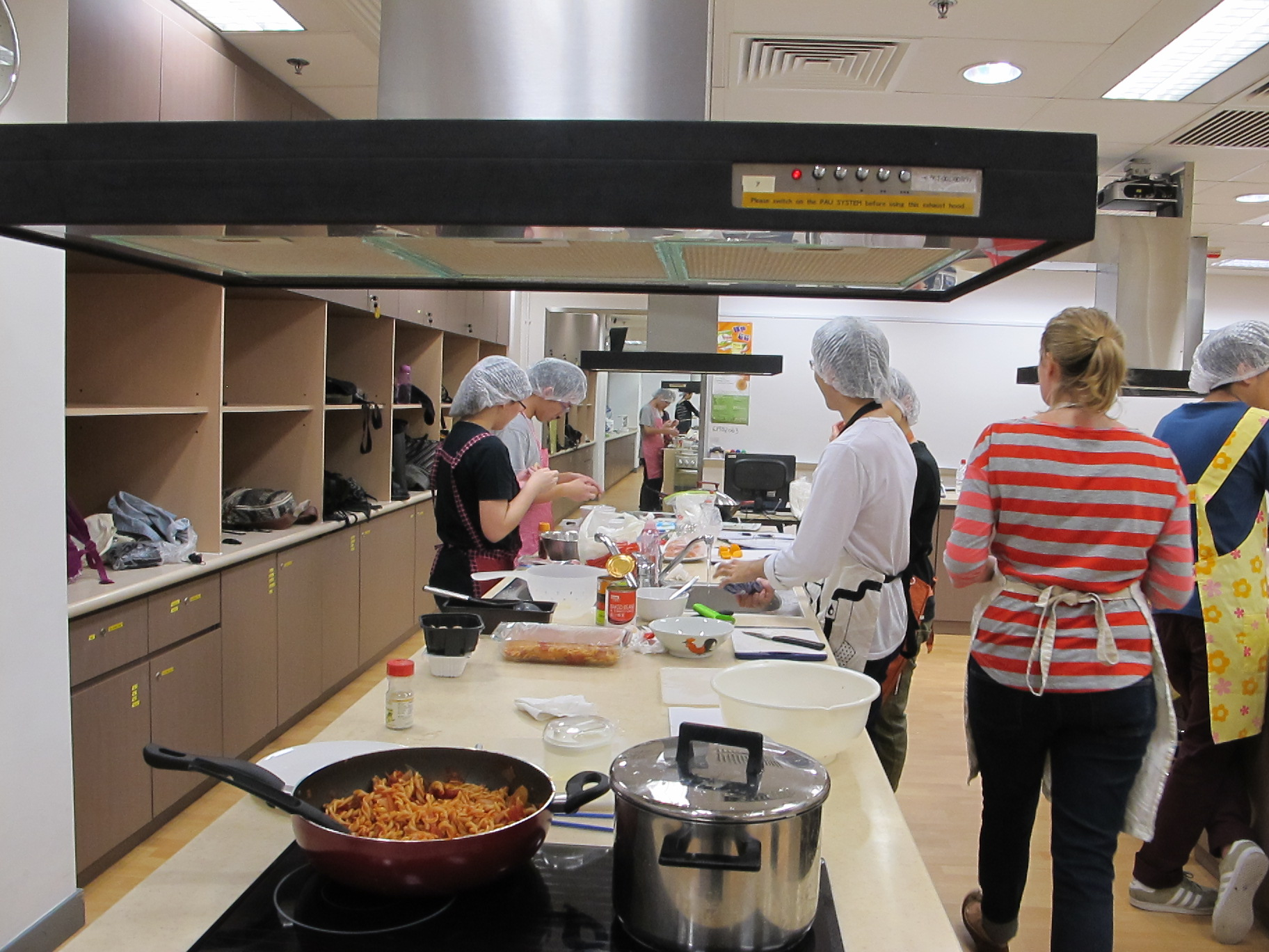 Feeding Hong Kong – Prepare nutritious, simple and low budget cookbook for the needy - Photo - 5