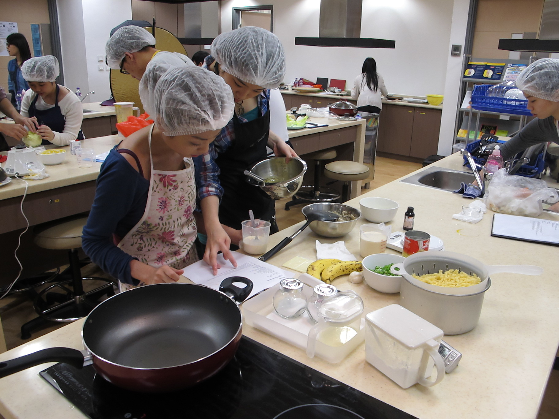 Feeding Hong Kong – Prepare nutritious, simple and low budget cookbook for the needy - Photo - 61
