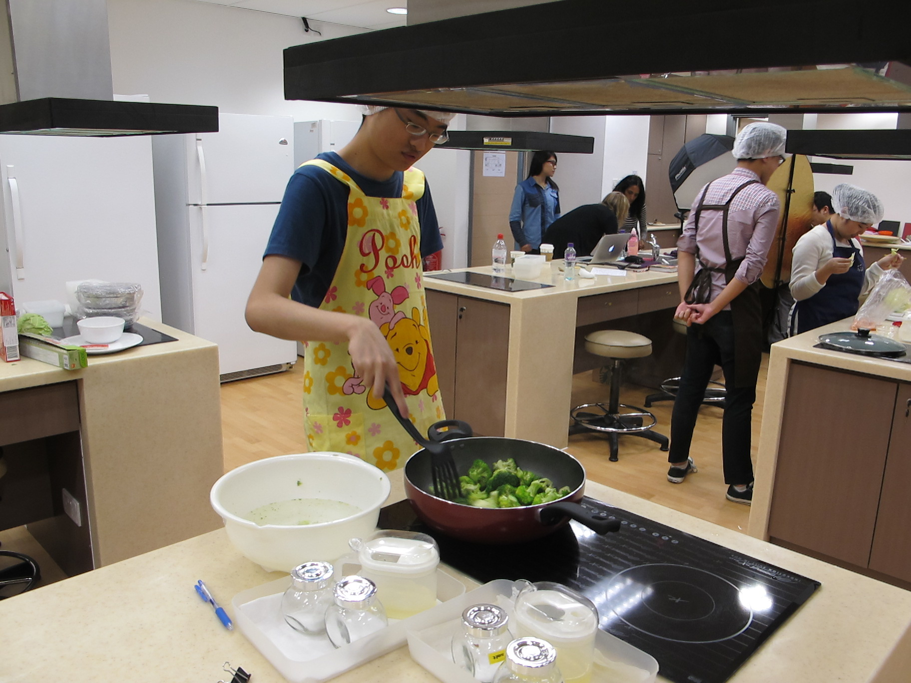 Feeding Hong Kong – Prepare nutritious, simple and low budget cookbook for the needy - Photo - 65