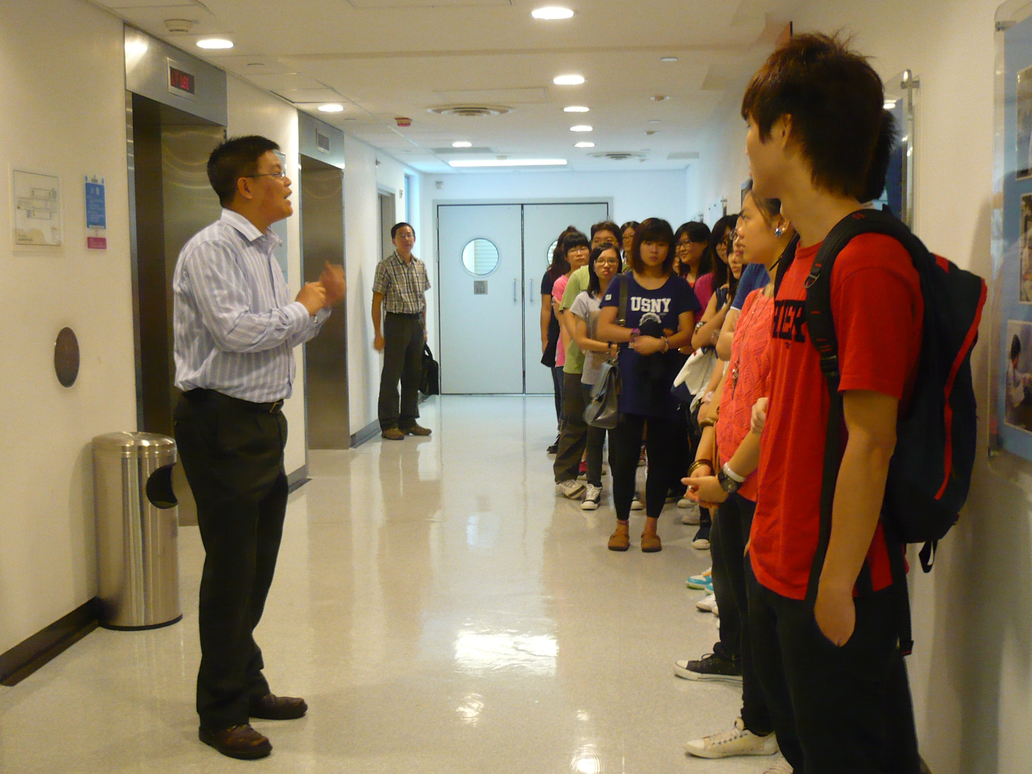 Visit to Laboratories of HKU  (for Year 1 Students of the Higher Diploma in Medical and Health Products Management Programme) - Photo - 5