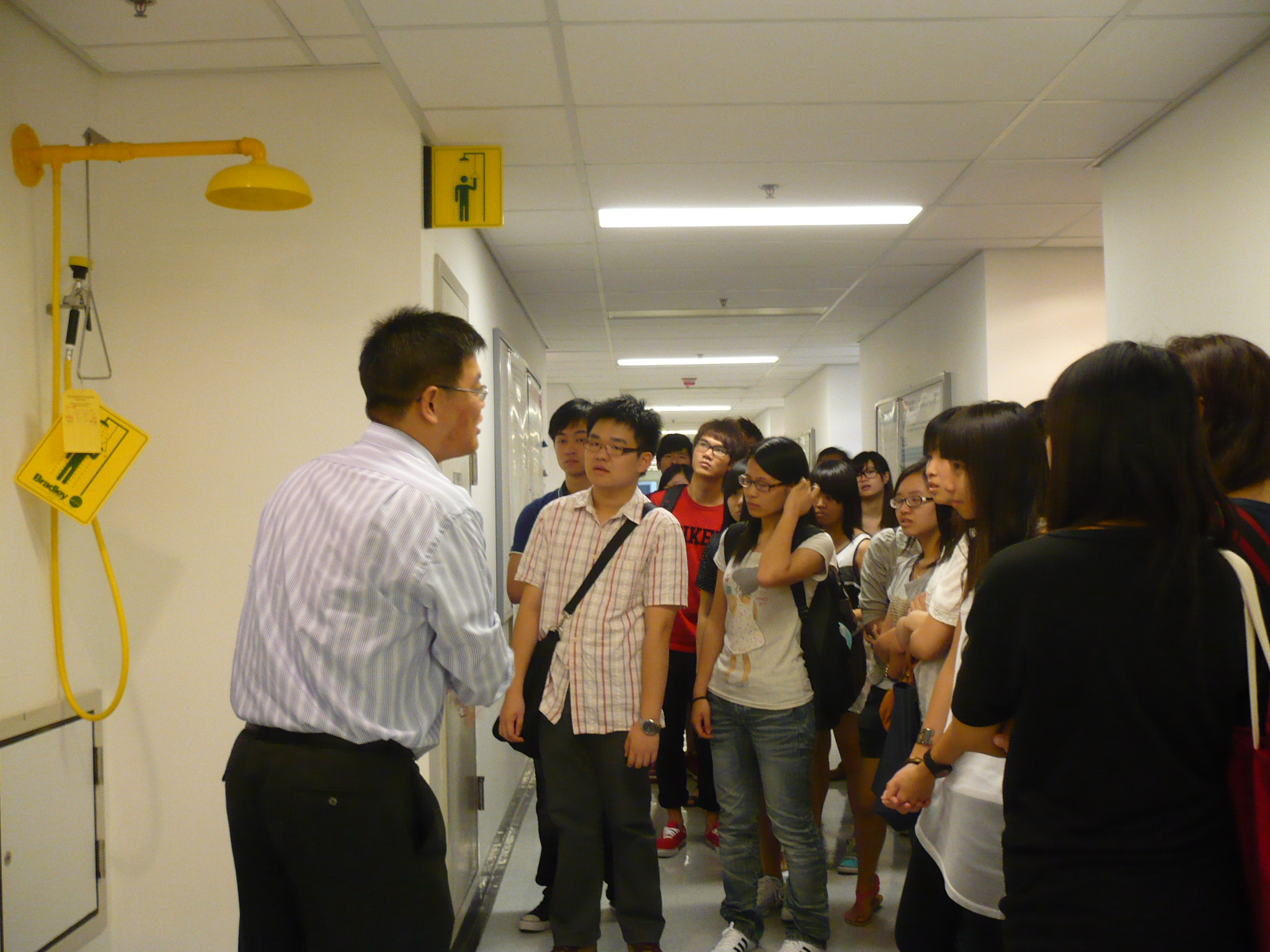 Visit to Laboratories of HKU  (for Year 1 Students of the Higher Diploma in Medical and Health Products Management Programme) - Photo - 7