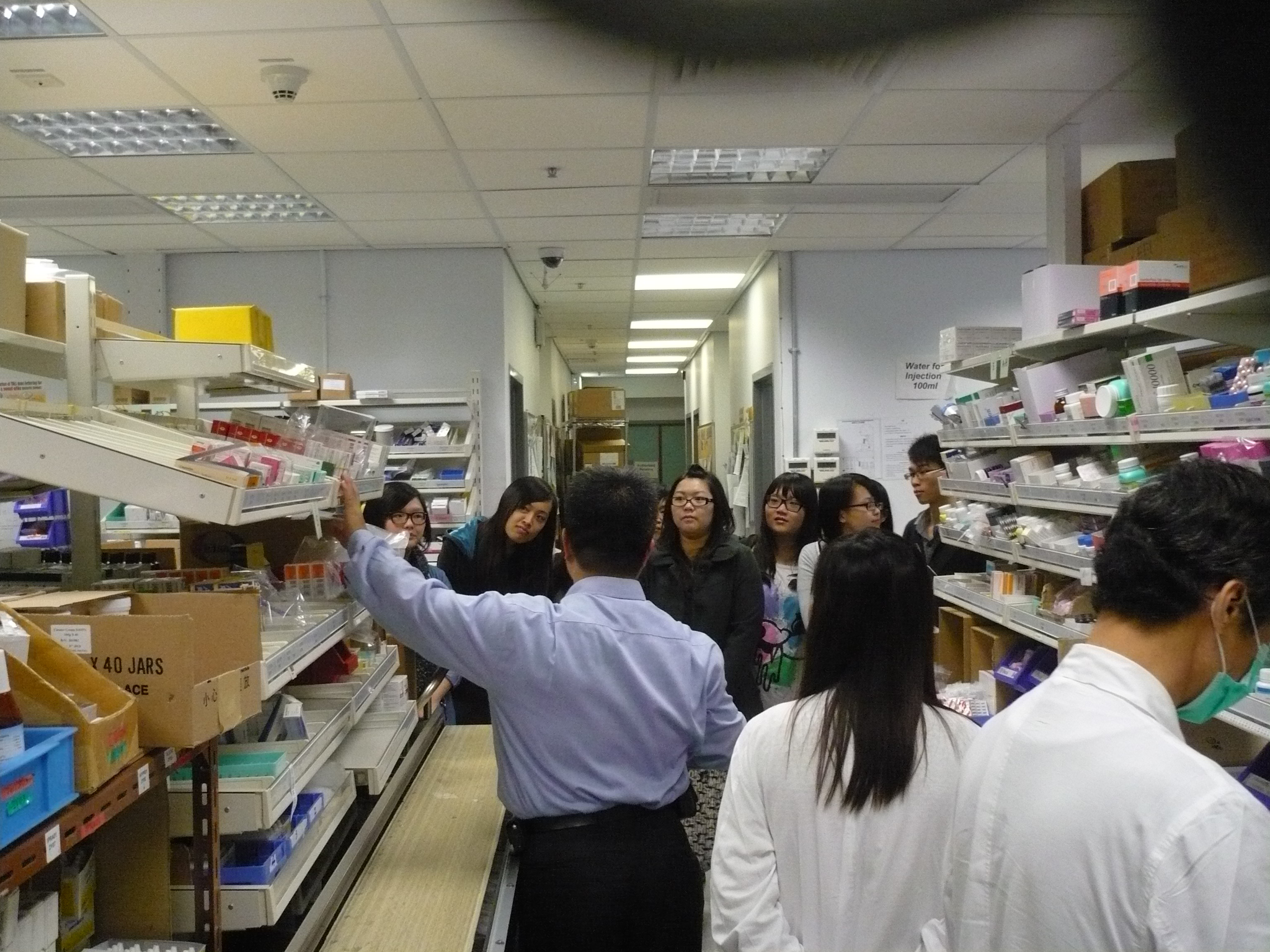 Visit to the Pharmacy Department of Ruttonjee Hospital - Photo - 25