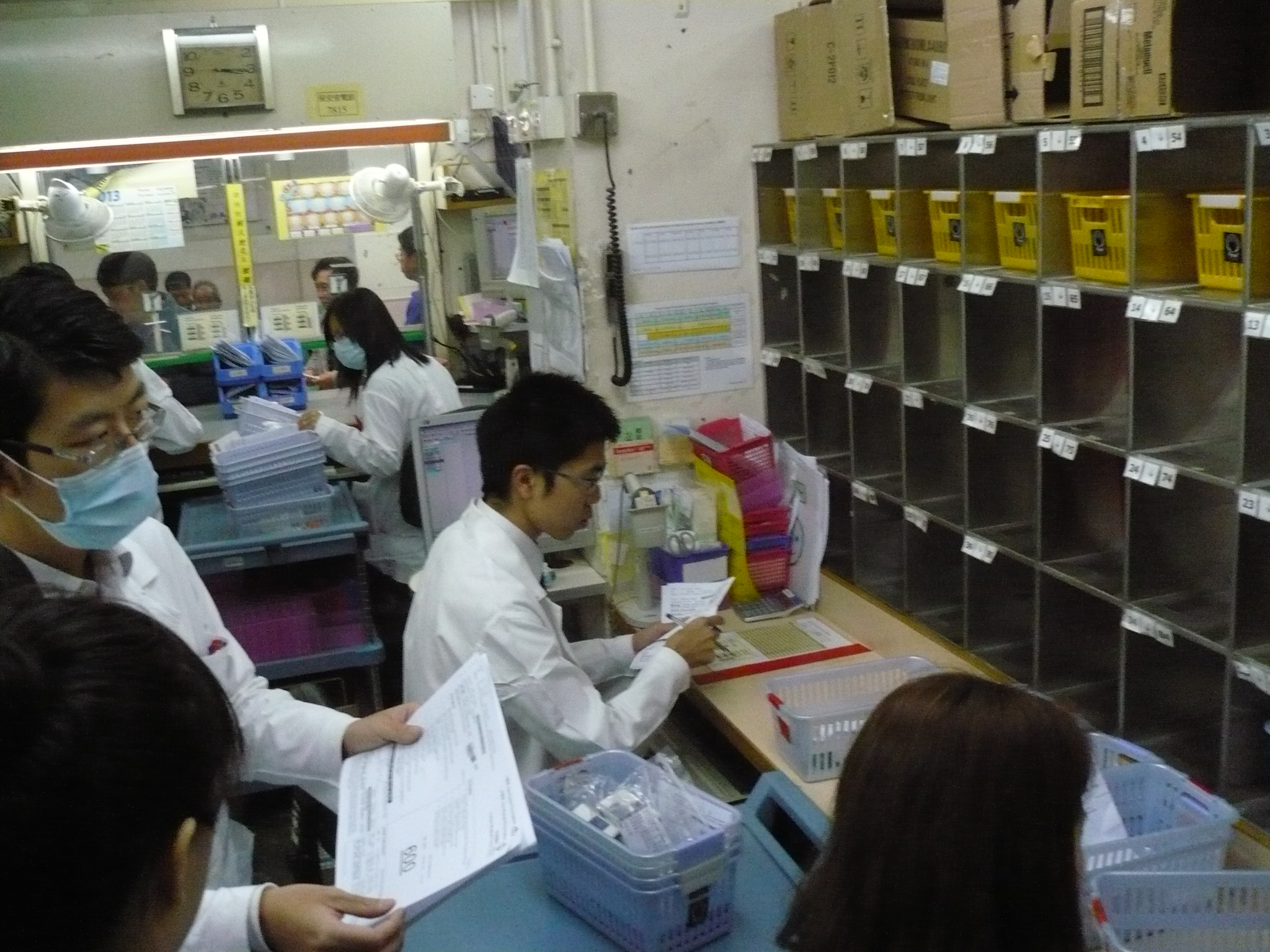 Visit to the Pharmacy Department of Caritas Medical Centre - Photo - 19