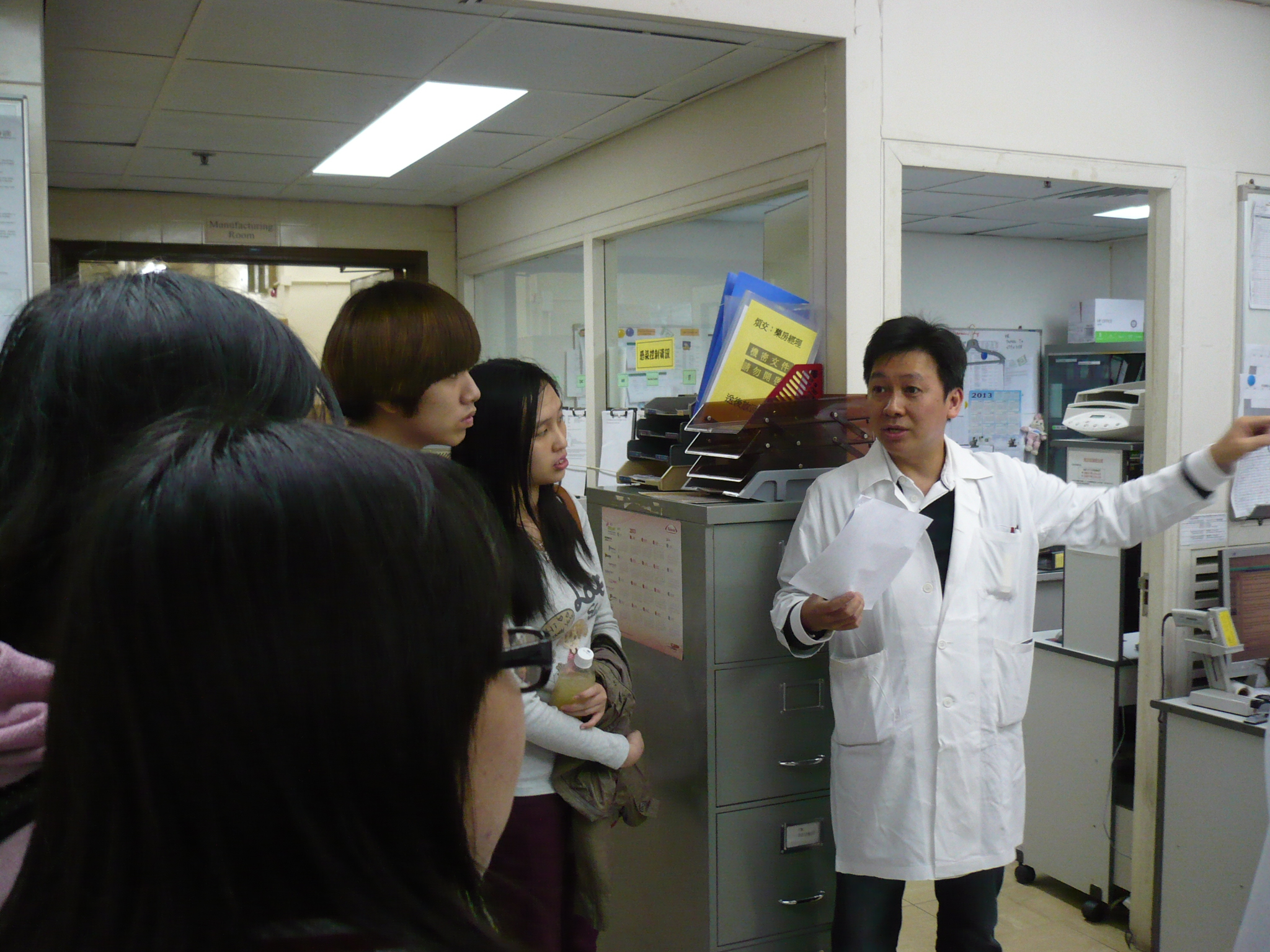 Visit to the Pharmacy Department of Caritas Medical Centre - Photo - 9